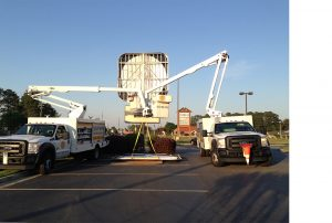 Bucket Trucks putting Burger King sign cover on